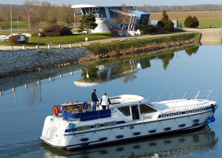 Hausboot in Pontailler sur Saône, am Hafen