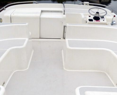 Hausboot mieten Calypso, Außendeck mit Steuerstand