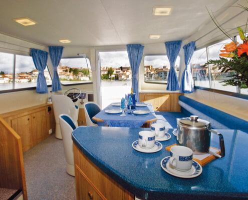 Hausboot mieten Calypso Küchentheke und Salon