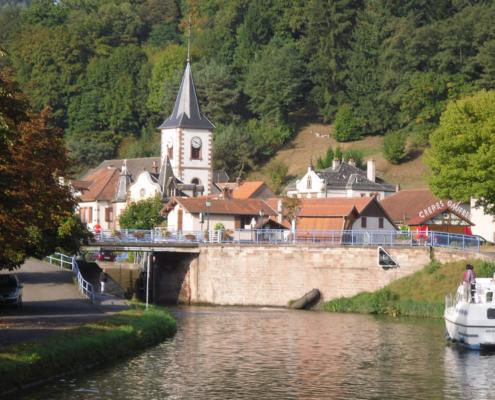 Hausboot fahren im Elsass, Rhein-Marne-Kanal, Lutzelbourg