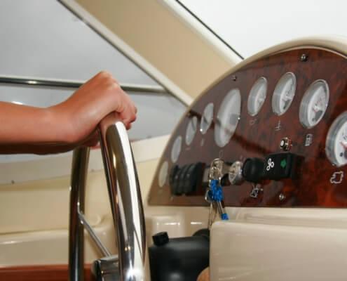 Hausboot mieten Europa 600, Innensteuerstand