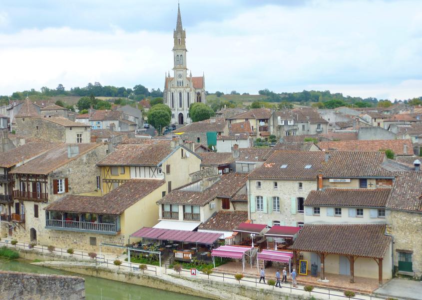 Hausboot Baise, Nerac - Blick auf die Stadt