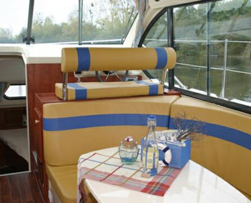 Hausboot Nicols Duo Salon und Steuerstand