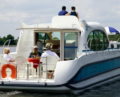 Hausboot Nicols Octo gemütliche Terrasse