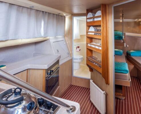Hausboot Penichette 1020FB Schlafkabine im Bug und Küche