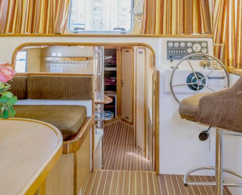 Hausboot Penichette 1500 FB Salon und Steuerstand