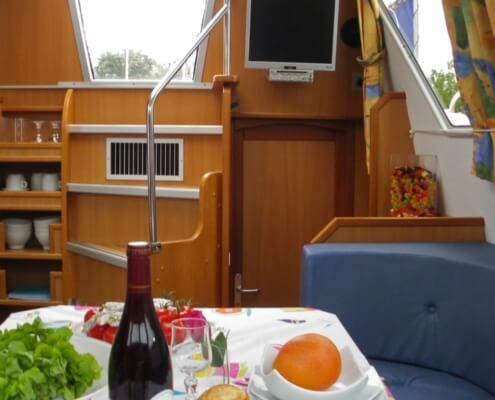 Hausboot Tarpon 37DP Salon mit Treppe
