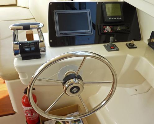 Hausboot Vision Steuerstand innen