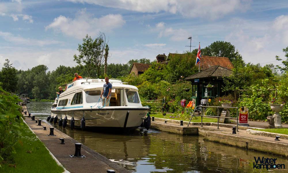 Hausboot mieten auf der Themse Schleuse Oxford