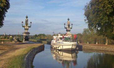 Hausboot Burgund, Kanalbrücke Briare