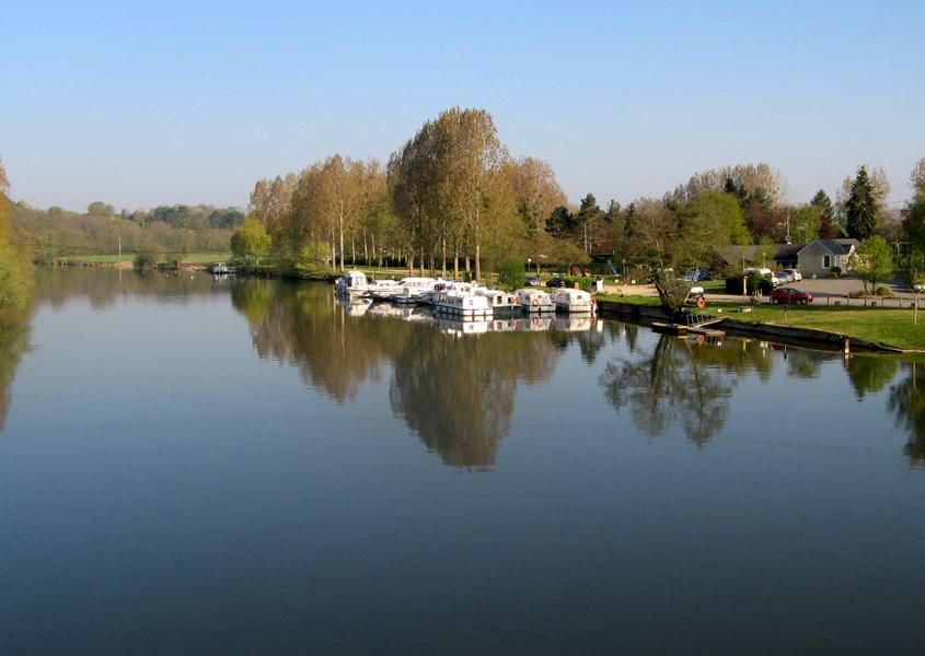 Hausboot Hafen in Daon, Mayenne