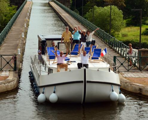 Hausboot La Péniche auf der Kanalbrücke Digoin