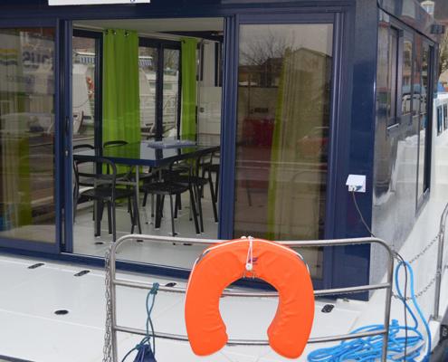 Hausboot La Péniche Salon und Heck