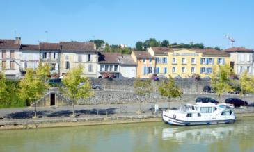 Die Anlegestell von Condom auf der Baise Hausboot Aquitaine