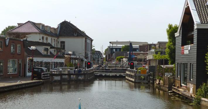Hausboot Holland Brücke und Schleuse