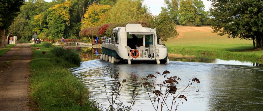 Hausboot Nicols Octo auf dem Canal-de-Bourgogne