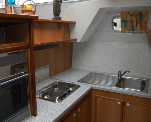 Küche einer Tarpon 42 Prestige