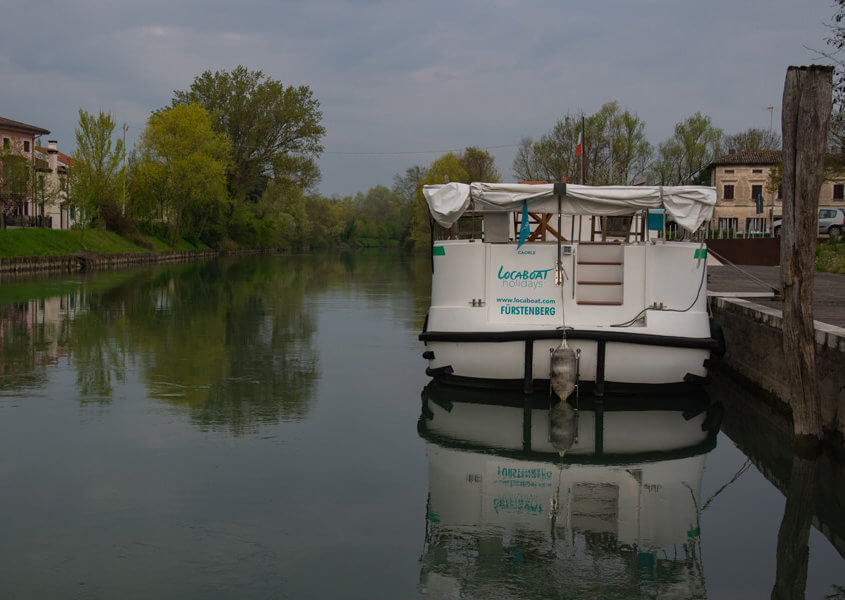 Hausboot Anleger Cendon Sile Fluss