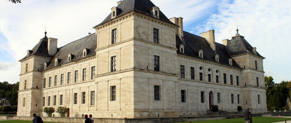 Chateau Ancy le Franc Canal de Bourgogne