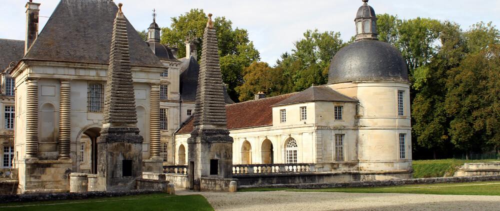 Chateau de Tanlay am Canal-de-Bourgogne
