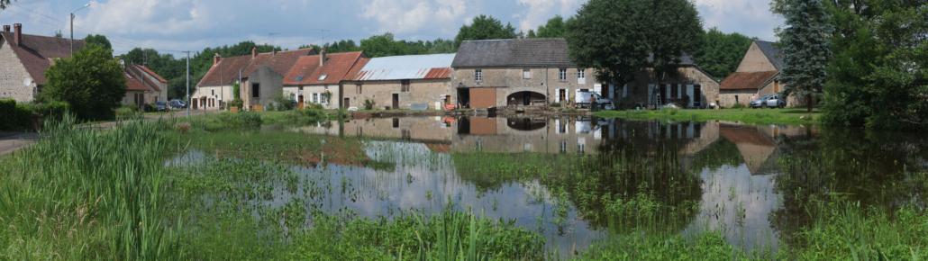 idyllisches Dorf im Burgund