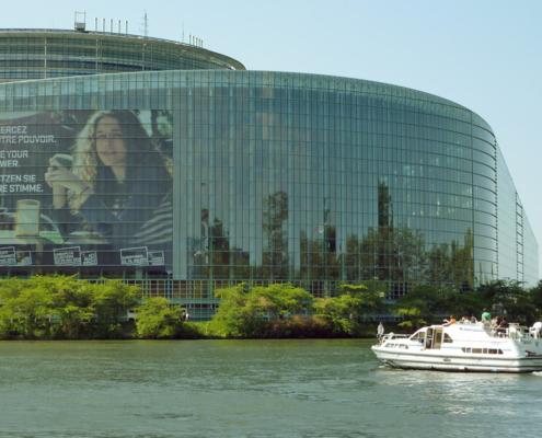 Hausboot am Europaparlament in Strassbourg