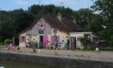 Hausbooturlaub Burgund, Canal lateral à la Loire