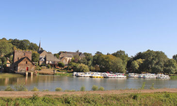 Hausboot Hafen an der Mayenne