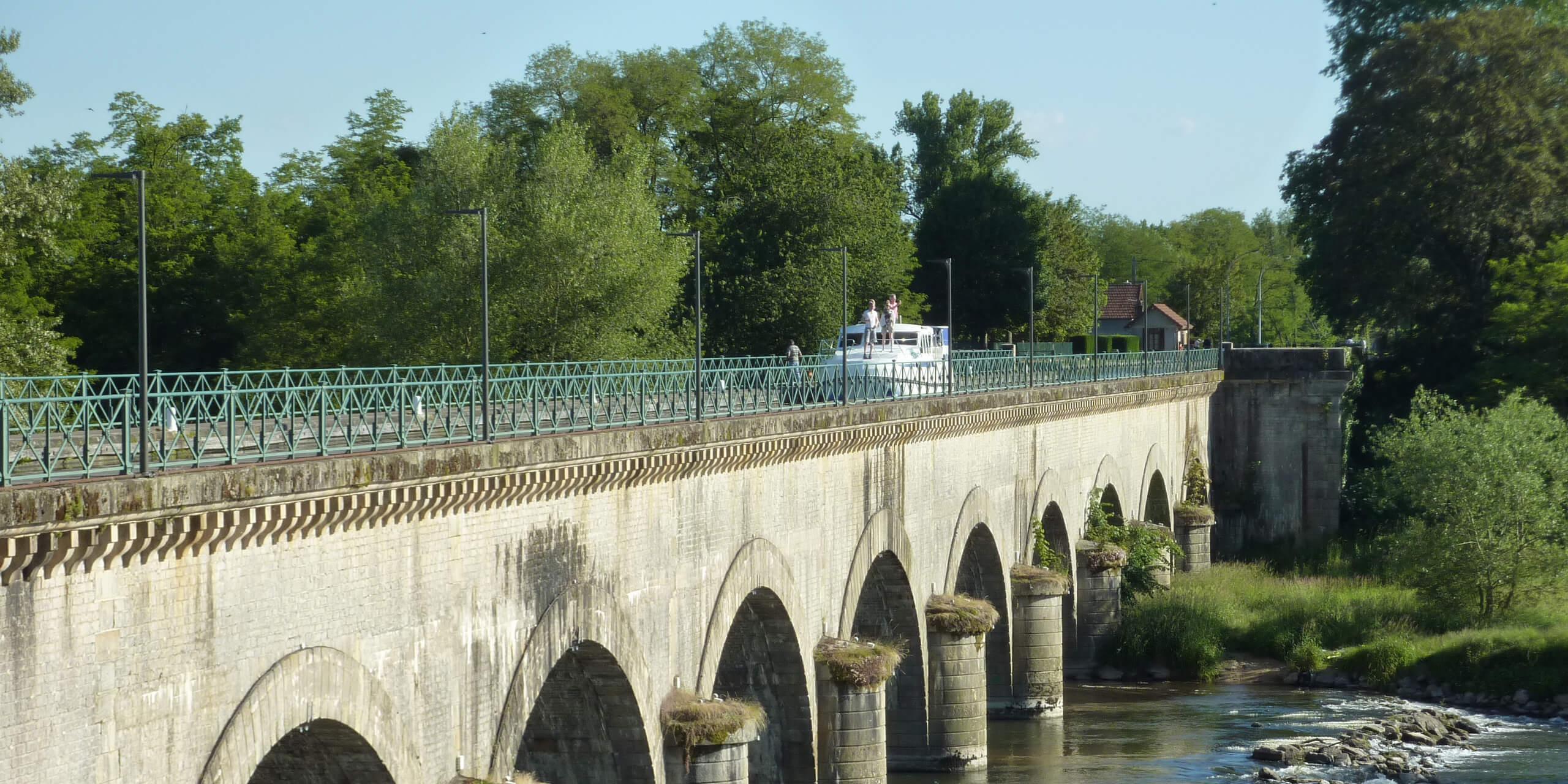 Boot in Frankreich mieten Kanalbrücke Digoin