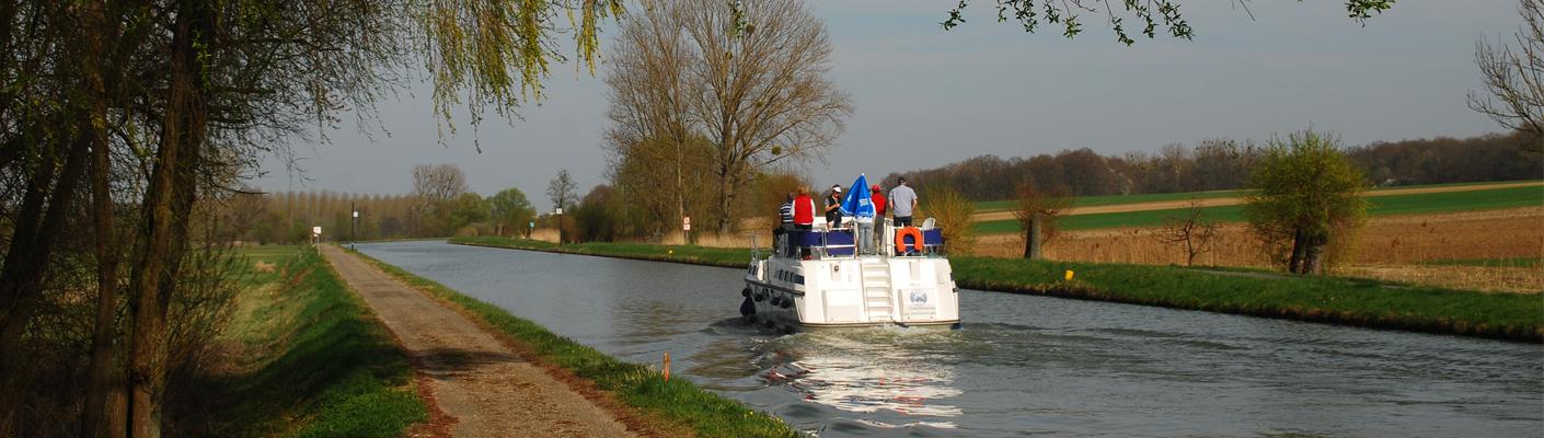 Hausboot auf einem Kanal im Elsass