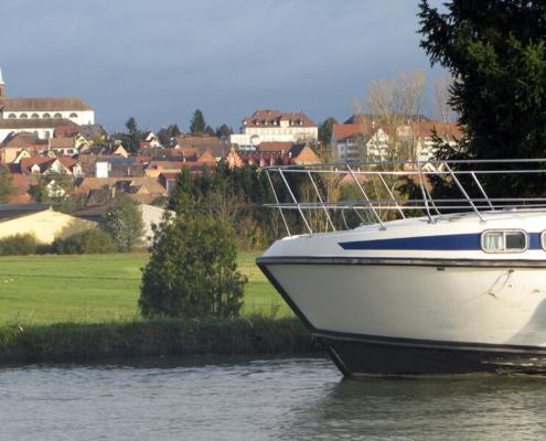 Hausboot auf dem Rhein-Marne-Kanal, Blick auf Hochfelden