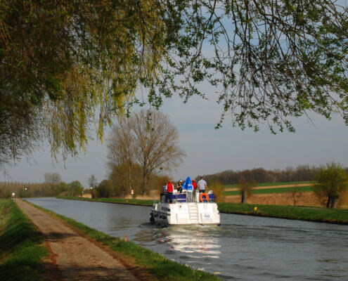 Hausboot auf dem Rhein-Marne-Kanal im Elsass