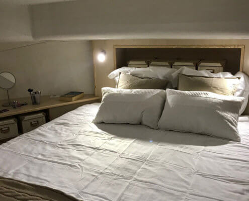 Doppelbett in der Bugkabine, La Peniche P