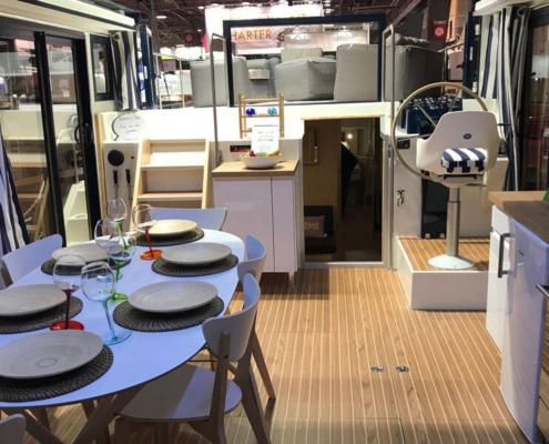 Hausboot La Peniche P Wohnküche und Steuerstand