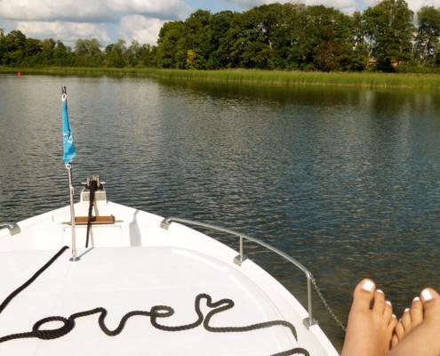 Hausboot love Schriftzug mit Leine