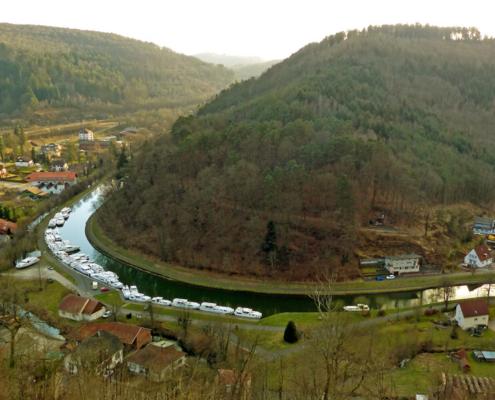 Hausboot Hafen in Lutzelbourg Rhein-Marne-Kanal im Elsass