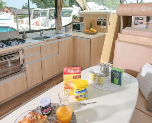 Hausboot Nicols Quattro Fly Wohnraum und Küche