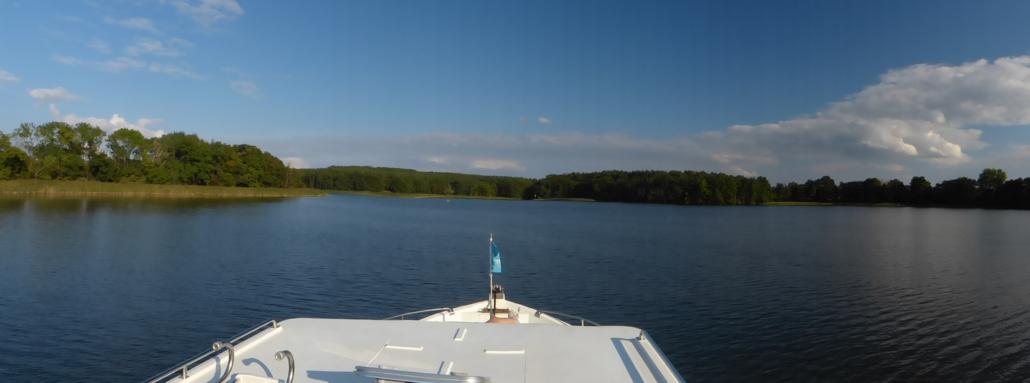 Mit dem Hausboot unterwegs auf der Mecklenburgischen Seenplatte