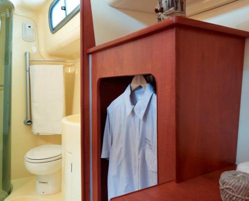 Hausboot Nicols Quattro S, Schlafkabine und Bad mit Dusche