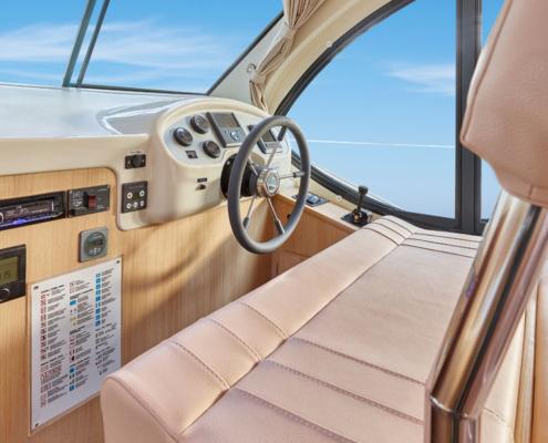 Hausboot Nicols Sixto Green Innensteuerstand