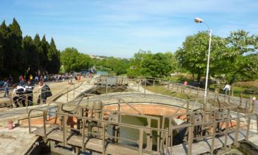 Hausboot canal du Midi Schleusen von Fonseranes