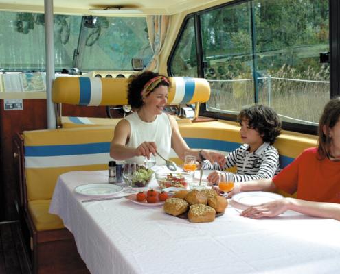 Frühstück auf dem Nicols Hausboot führerscheinfrei