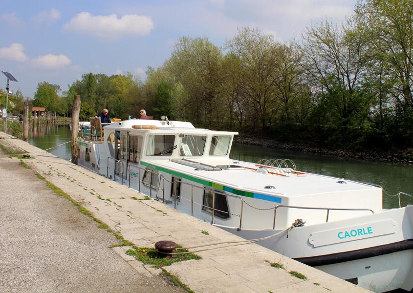 Lagune Venedig, Anlegestelle für Hausboote in Vignole