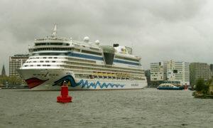mit dem Hausboot im Hafen Amsterdam