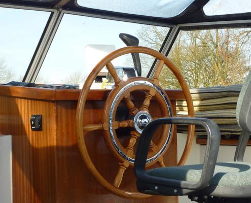 Hausboot Friesland Archipel Steuerstand