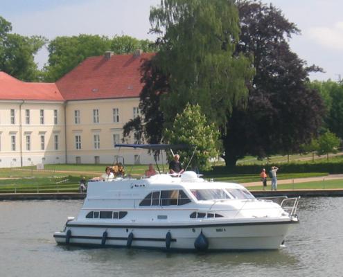 Mit dem Hausboot in Rheinsberg Mecklenburger Seenplatte
