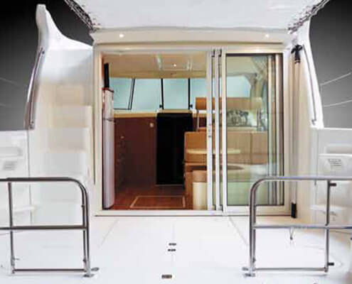 Hausboot Nicols Quattro S Terrasse mit Schiebtür zum Wohnraum