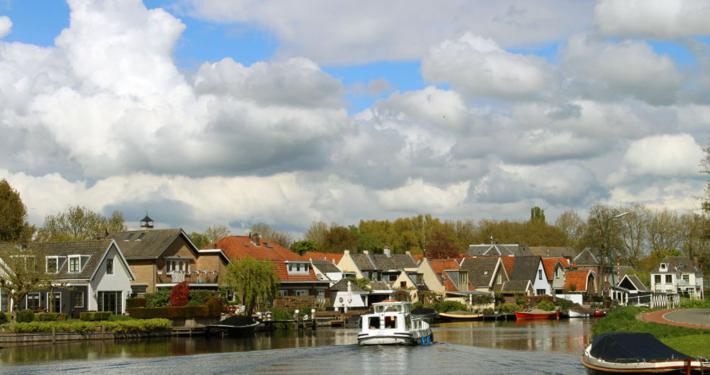 Mit dem Hausboot unterwegs in Richtung Loosdrecht Holland