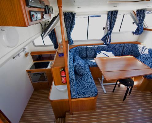 Hausboot TipTop Küche und Wohnraum